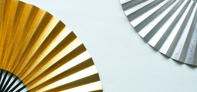 金と銀の扇子