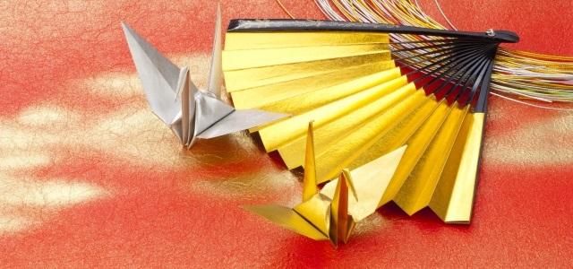 金と銀の折り鶴