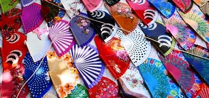 色々なデザインの扇子